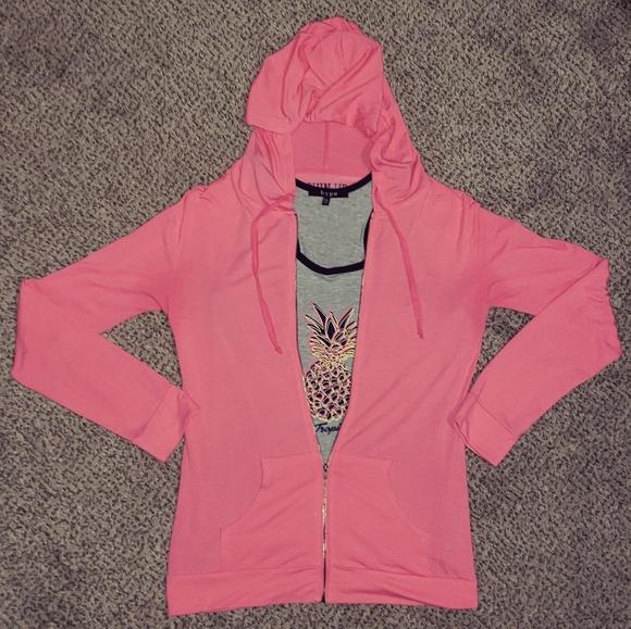 Tops - Long sleeve-front zip hoodie .